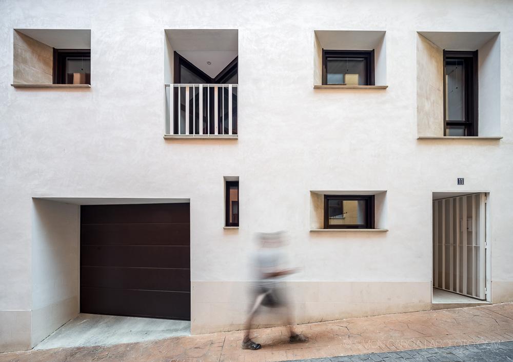 Premio García Mercadal para una casa familiar con carpintería de aluminio de J. Lores
